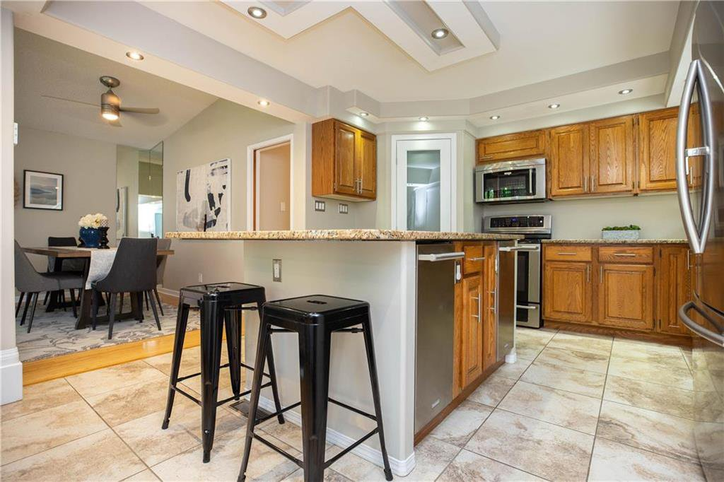 Photo 12: Photos: 85 Holt Drive in Winnipeg: Residential for sale (5G)  : MLS®# 202013221