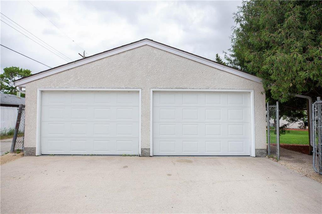 Photo 25: Photos: 85 Holt Drive in Winnipeg: Residential for sale (5G)  : MLS®# 202013221