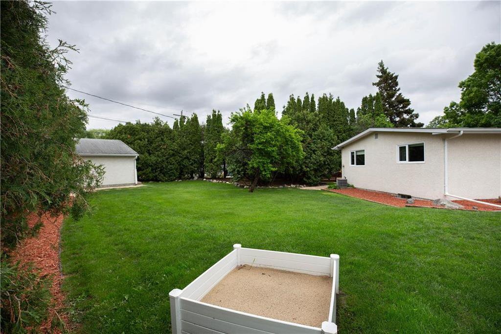Photo 27: Photos: 85 Holt Drive in Winnipeg: Residential for sale (5G)  : MLS®# 202013221