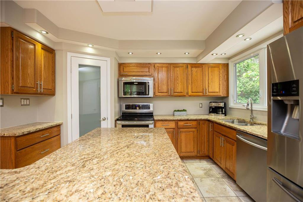 Photo 11: Photos: 85 Holt Drive in Winnipeg: Residential for sale (5G)  : MLS®# 202013221