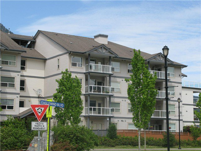 "Main Photo: 211 1203 PEMBERTON Avenue in Squamish: Downtown SQ Condo for sale in ""EAGLEGROVE"" : MLS®# V1064733"