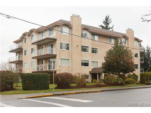 Main Photo: 401 2354 Brethour Ave in SIDNEY: Si Sidney North-East Condo Apartment for sale (Sidney)  : MLS®# 719565