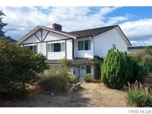 Main Photo: 910 Shearwater St in VICTORIA: Es Old Esquimalt Half Duplex for sale (Esquimalt)  : MLS®# 742449