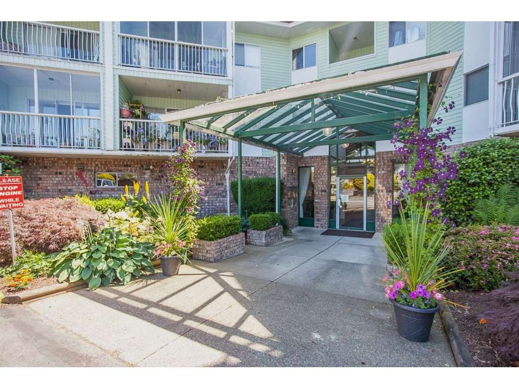 """Main Photo: 305 31850 UNION Avenue in Abbotsford: Abbotsford West Condo for sale in """"FERNWOOD MANOR"""" : MLS®# R2143727"""