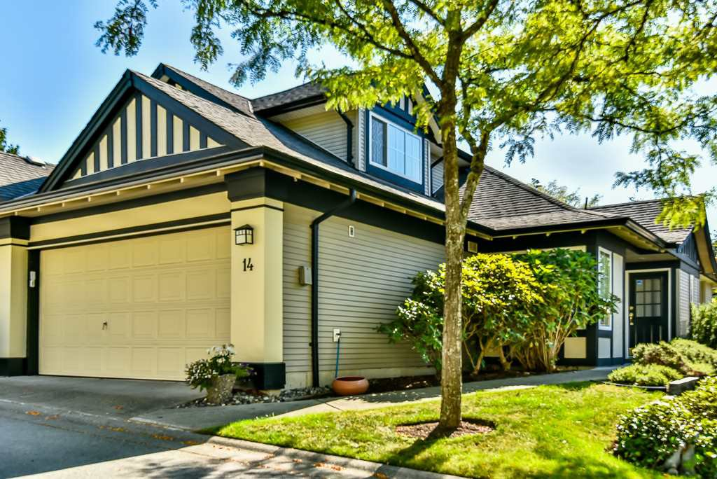 "Main Photo: 14 17917 68 Avenue in Surrey: Cloverdale BC Townhouse for sale in ""Weybridge Lane"" (Cloverdale)  : MLS®# R2206095"