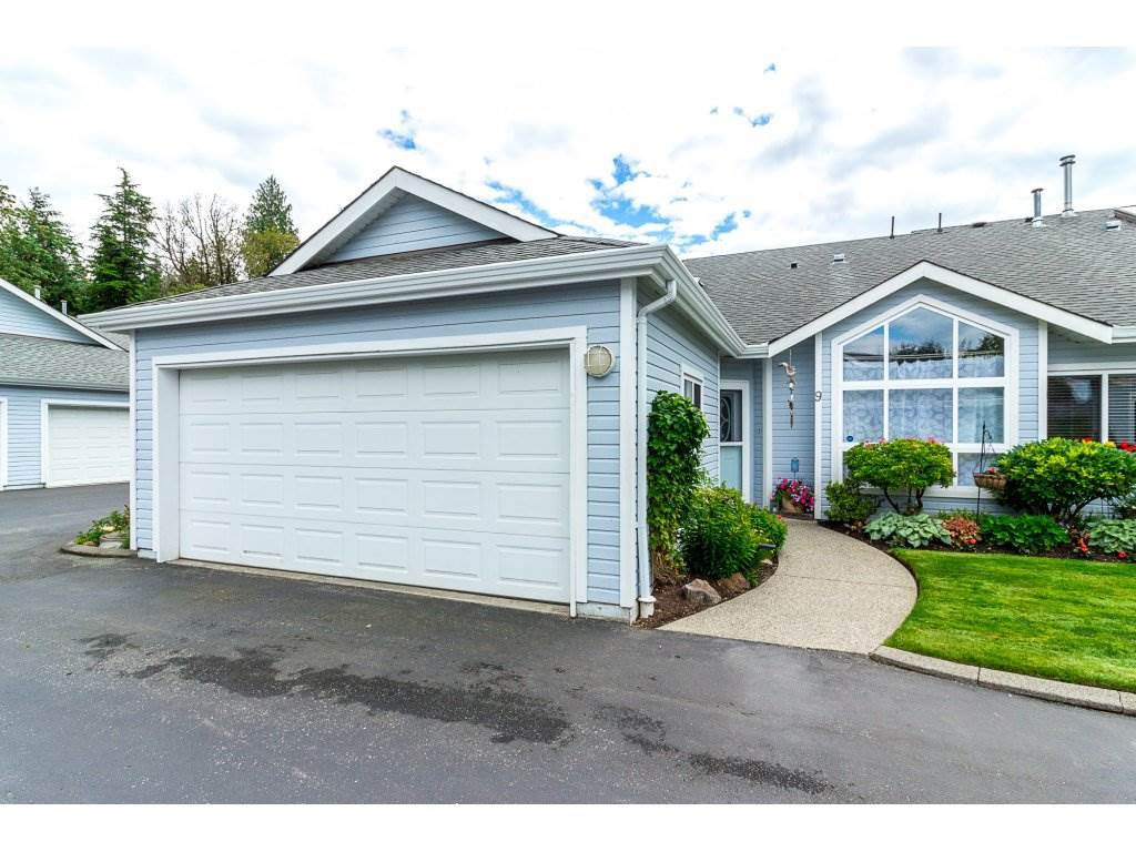 """Main Photo: 9 730 MCCOMBS Drive: Harrison Hot Springs Townhouse for sale in """"Harrison Lake Estates"""" : MLS®# R2283518"""
