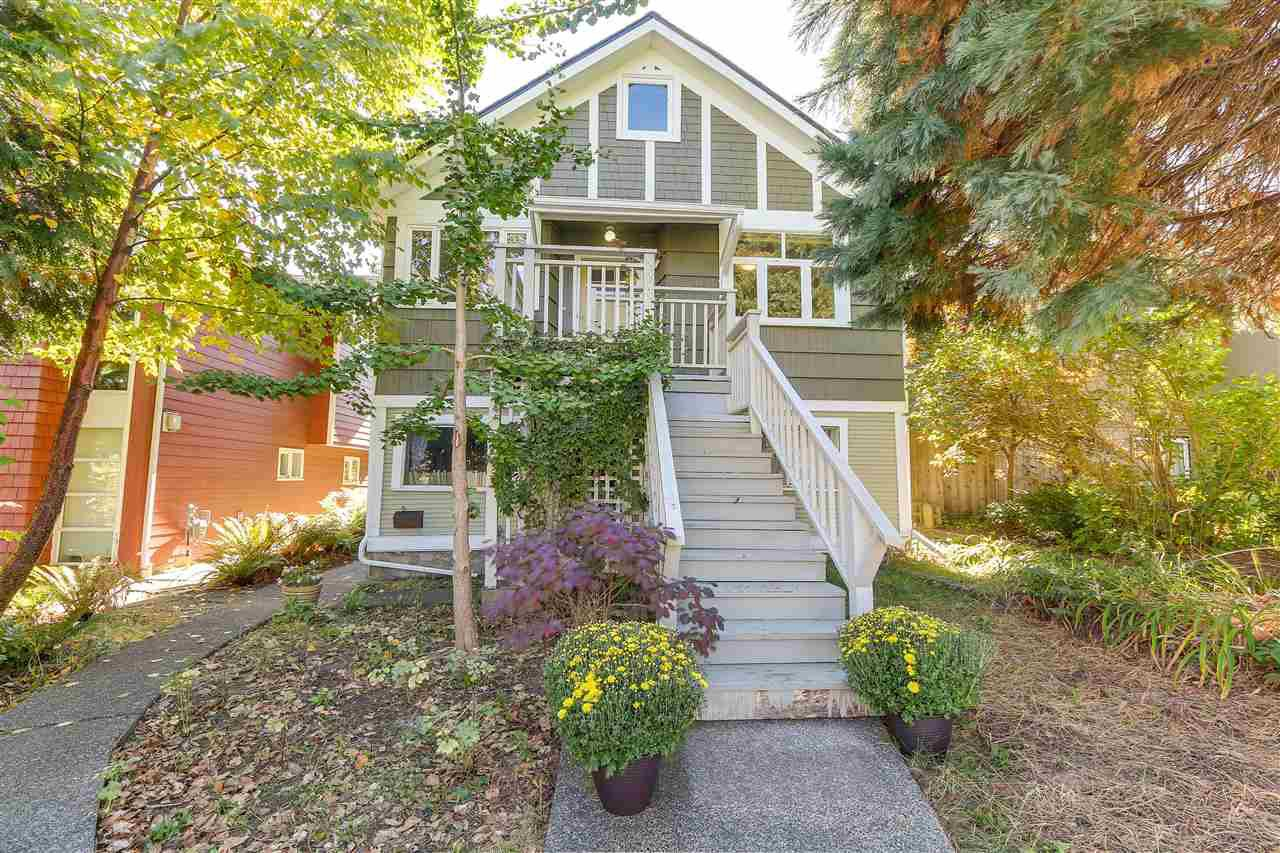 """Main Photo: 448 E 30TH Avenue in Vancouver: Fraser VE House for sale in """"Main Street"""" (Vancouver East)  : MLS®# R2302200"""