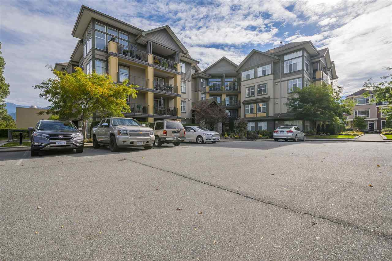 "Main Photo: 211B 45595 TAMIHI Way in Sardis: Vedder S Watson-Promontory Condo for sale in ""Hartford Park"" : MLS®# R2314736"