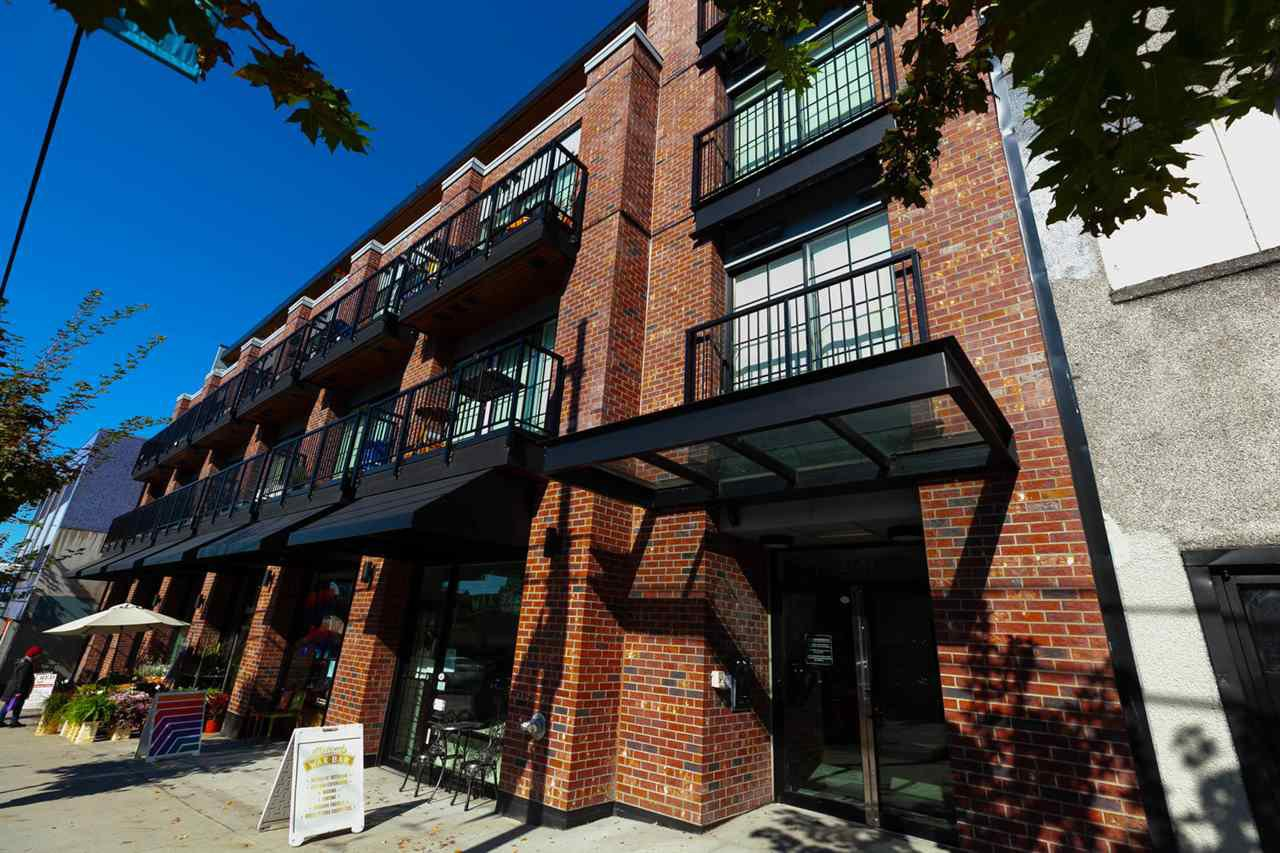 "Main Photo: 305 2141 E HASTINGS Street in Vancouver: Hastings Condo for sale in ""THE OXFORD"" (Vancouver East)  : MLS®# R2323632"