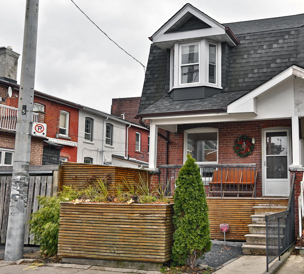 Main Photo: 1 Delaney Crescent in Toronto: Little Portugal House (2-Storey) for sale (Toronto C01)  : MLS®# C4312755