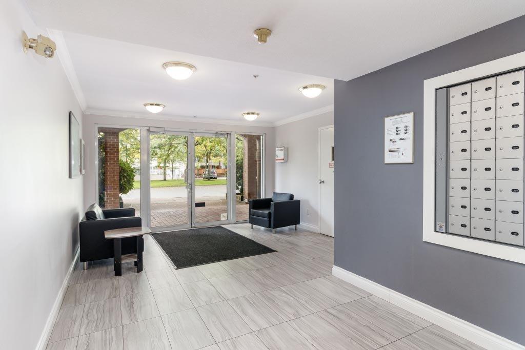 """Photo 3: Photos: 110 15885 84 Avenue in Surrey: Fleetwood Tynehead Condo for sale in """"Abbey Road"""" : MLS®# R2408007"""
