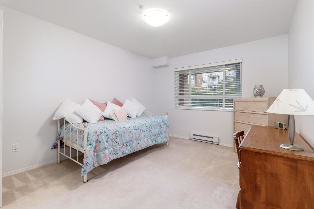 """Photo 14: Photos: 110 15885 84 Avenue in Surrey: Fleetwood Tynehead Condo for sale in """"Abbey Road"""" : MLS®# R2408007"""