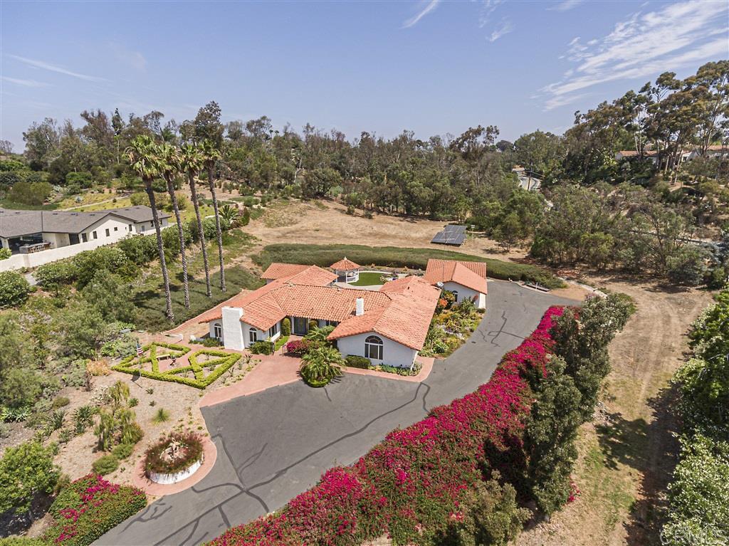 Main Photo: RANCHO SANTA FE House for sale : 4 bedrooms : 5458 El Cielito