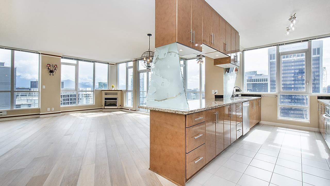 """Main Photo: 3403 1189 MELVILLE Street in Vancouver: Coal Harbour Condo for sale in """"The Melville"""" (Vancouver West)  : MLS®# R2507728"""