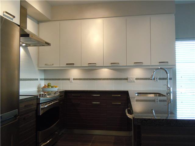 """Photo 2: Photos: 405 1273 MARINE Drive in North Vancouver: Norgate Condo for sale in """"The Ivy at Marine"""" : MLS®# V1094199"""