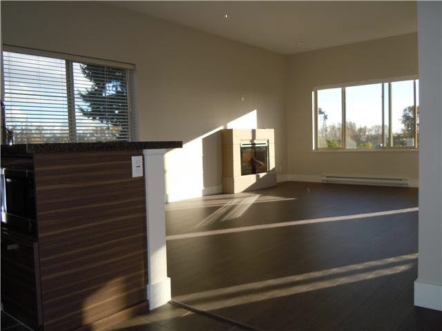 """Photo 8: Photos: 405 1273 MARINE Drive in North Vancouver: Norgate Condo for sale in """"The Ivy at Marine"""" : MLS®# V1094199"""