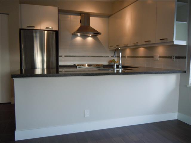 """Photo 3: Photos: 405 1273 MARINE Drive in North Vancouver: Norgate Condo for sale in """"The Ivy at Marine"""" : MLS®# V1094199"""