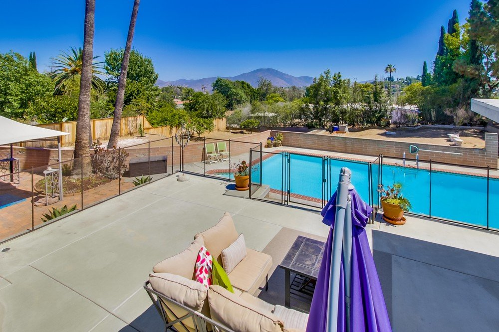 Main Photo: MOUNT HELIX House for sale : 4 bedrooms : 10601 Itzamna in La Mesa
