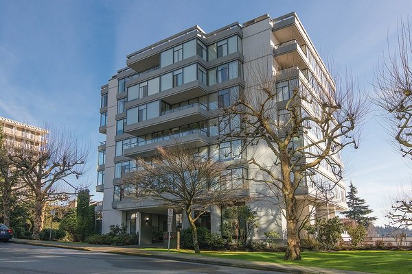 """Main Photo: 604 1420 DUCHESS Avenue in West Vancouver: Ambleside Condo for sale in """"The Westerlies"""" : MLS®# R2034405"""