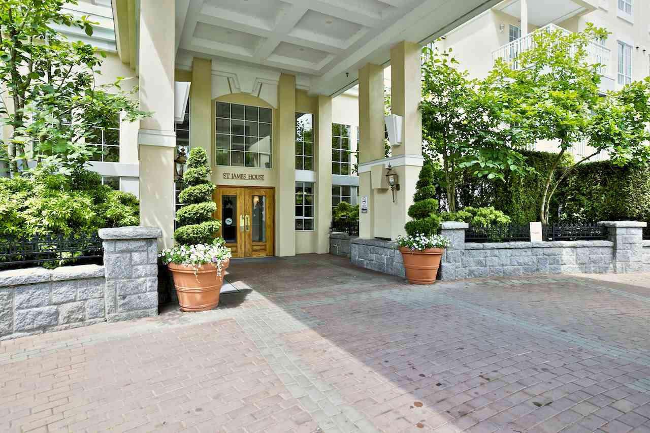 """Main Photo: 212 5835 HAMPTON Place in Vancouver: University VW Condo for sale in """"St. James"""" (Vancouver West)  : MLS®# R2037637"""