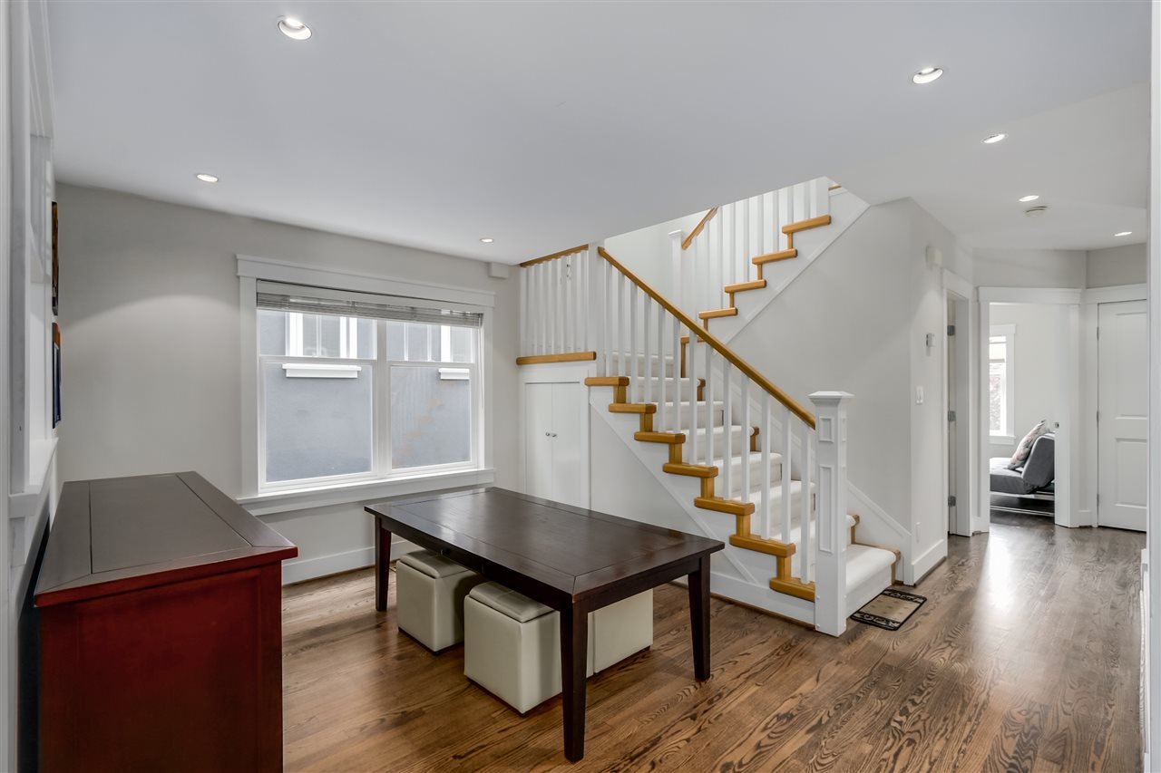 Photo 4: Photos: 462 W 19TH Avenue in Vancouver: Cambie House for sale (Vancouver West)  : MLS®# R2077473