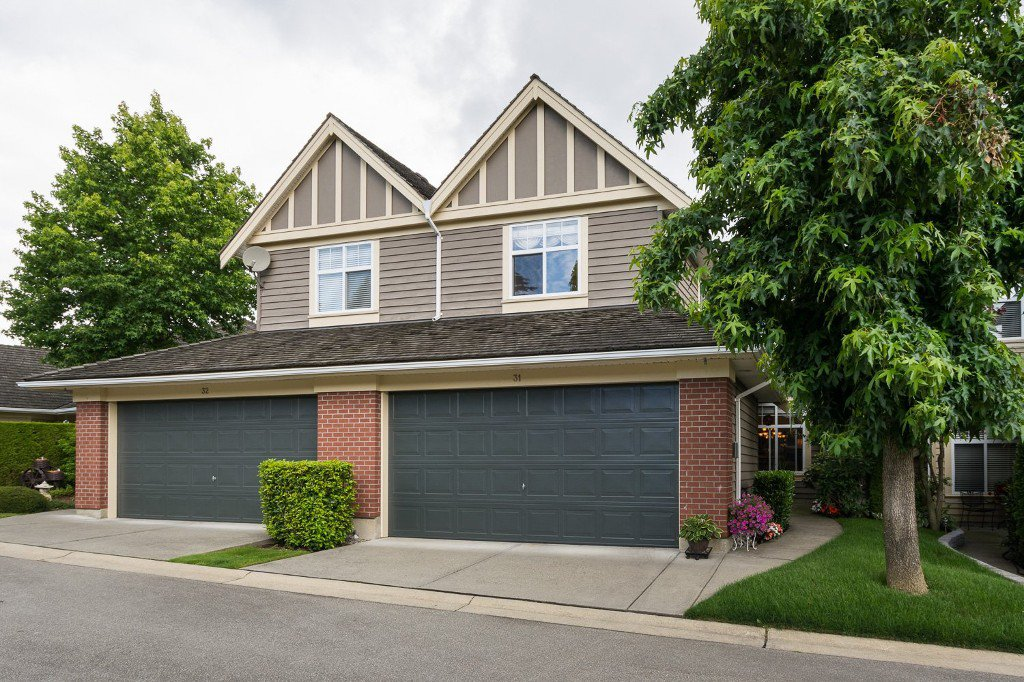 "Main Photo: 31 15450 ROSEMARY HEIGHTS Crescent in Surrey: Morgan Creek Townhouse for sale in ""CARRINGTON"" (South Surrey White Rock)  : MLS®# R2089379"