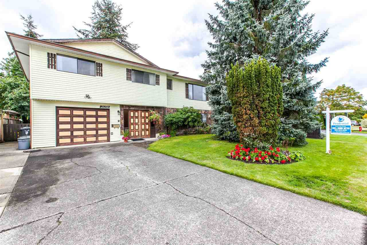 "Main Photo: 21274 95 Avenue in Langley: Walnut Grove House for sale in ""WALNUT GROVE"" : MLS®# R2105322"