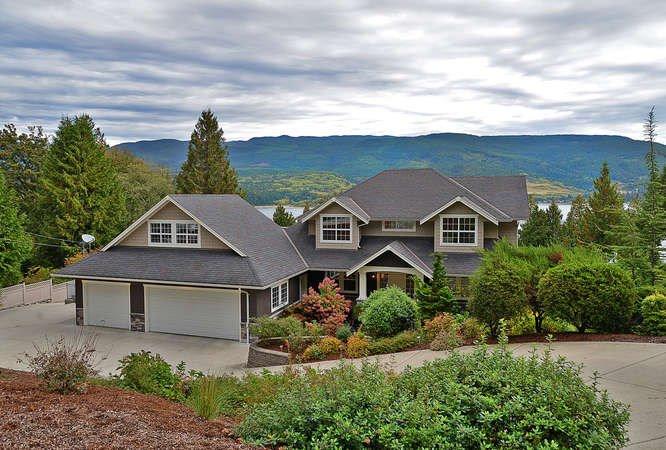 Main Photo: 6280 FAIRWAY Avenue in Sechelt: Sechelt District House for sale (Sunshine Coast)  : MLS®# R2112679