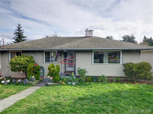 Main Photo: 1025 Tillicum Rd in VICTORIA: Es Kinsmen Park House for sale (Esquimalt)  : MLS®# 745665