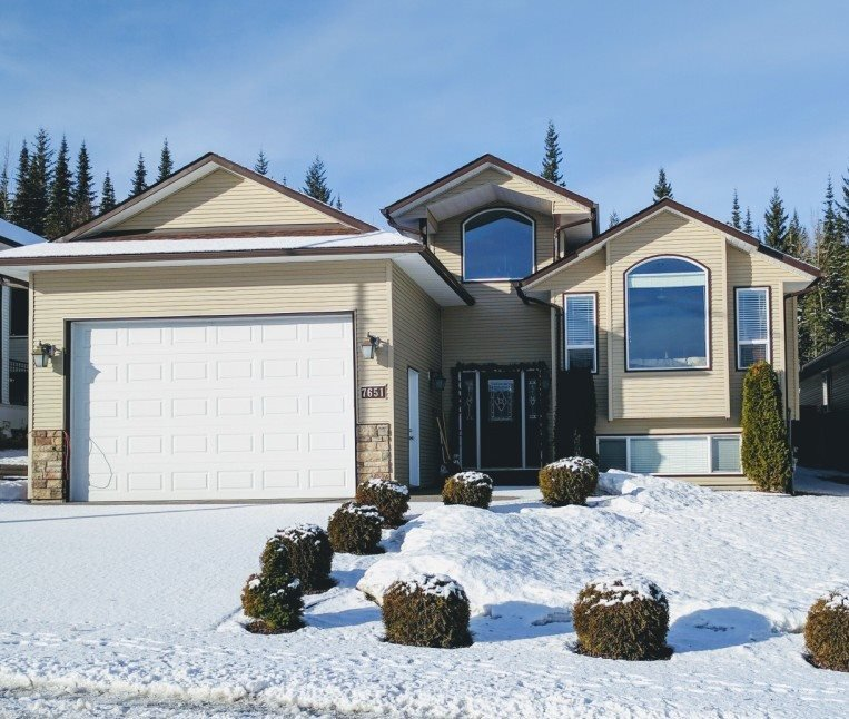 "Main Photo: 7651 GRAYSHELL Road in Prince George: St. Lawrence Heights House for sale in ""ST LAWRENCE HEIGHTS"" (PG City South (Zone 74))  : MLS®# R2136978"