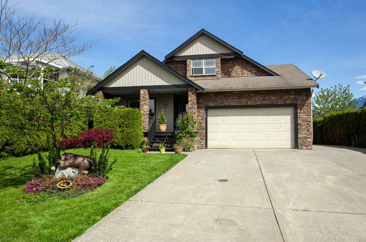 Main Photo: 347 CHESTNUT Avenue: Harrison Hot Springs House for sale : MLS®# R2166500