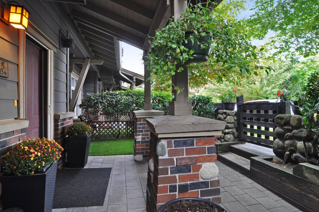 """Photo 3: Photos: 134 600 PARK Crescent in New Westminster: GlenBrooke North Townhouse for sale in """"ROYCROFT"""" : MLS®# R2214614"""