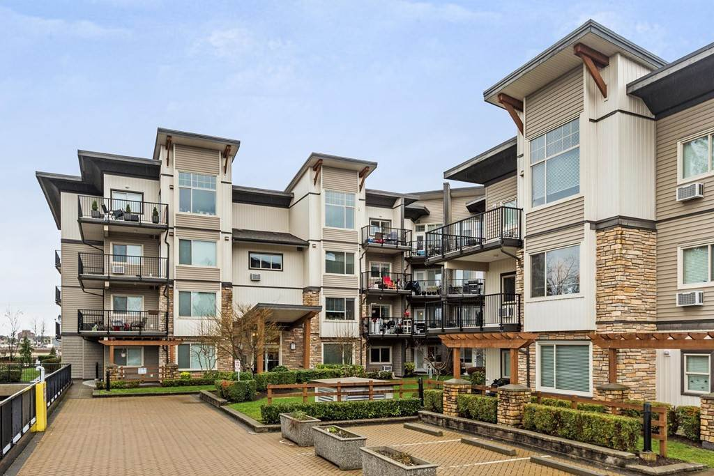 "Main Photo: 408 11935 BURNETT Street in Maple Ridge: East Central Condo for sale in ""KENSINGTON PARK"" : MLS®# R2233742"