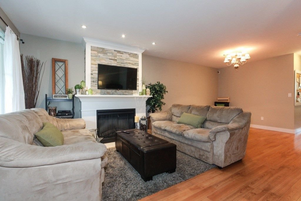 Photo 4: Photos: 46 6568 193B Street in Surrey: Clayton Townhouse for sale (Cloverdale)  : MLS®# R2305531