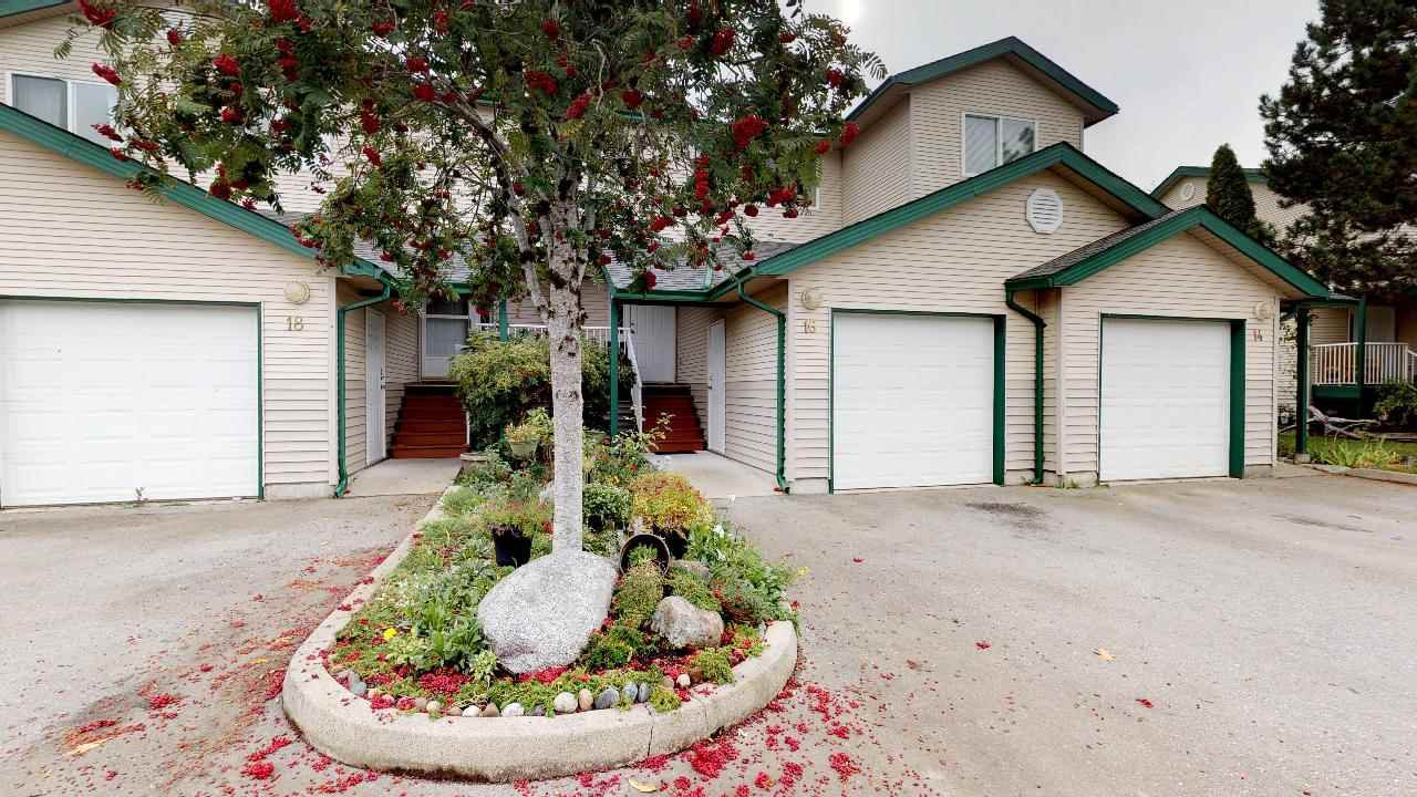"Main Photo: 16 39920 GOVERNMENT Road in Squamish: Garibaldi Estates Townhouse for sale in ""Shannon Estates"" : MLS®# R2312961"