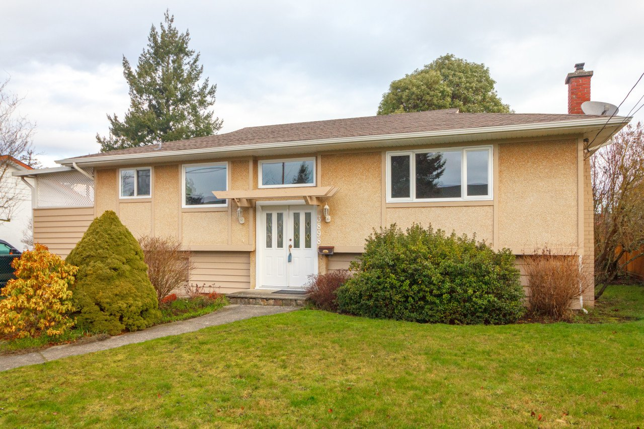 Main Photo: 3898 Olivia Place in VICTORIA: SE Mt Tolmie Single Family Detached for sale (Saanich East)  : MLS®# 405002