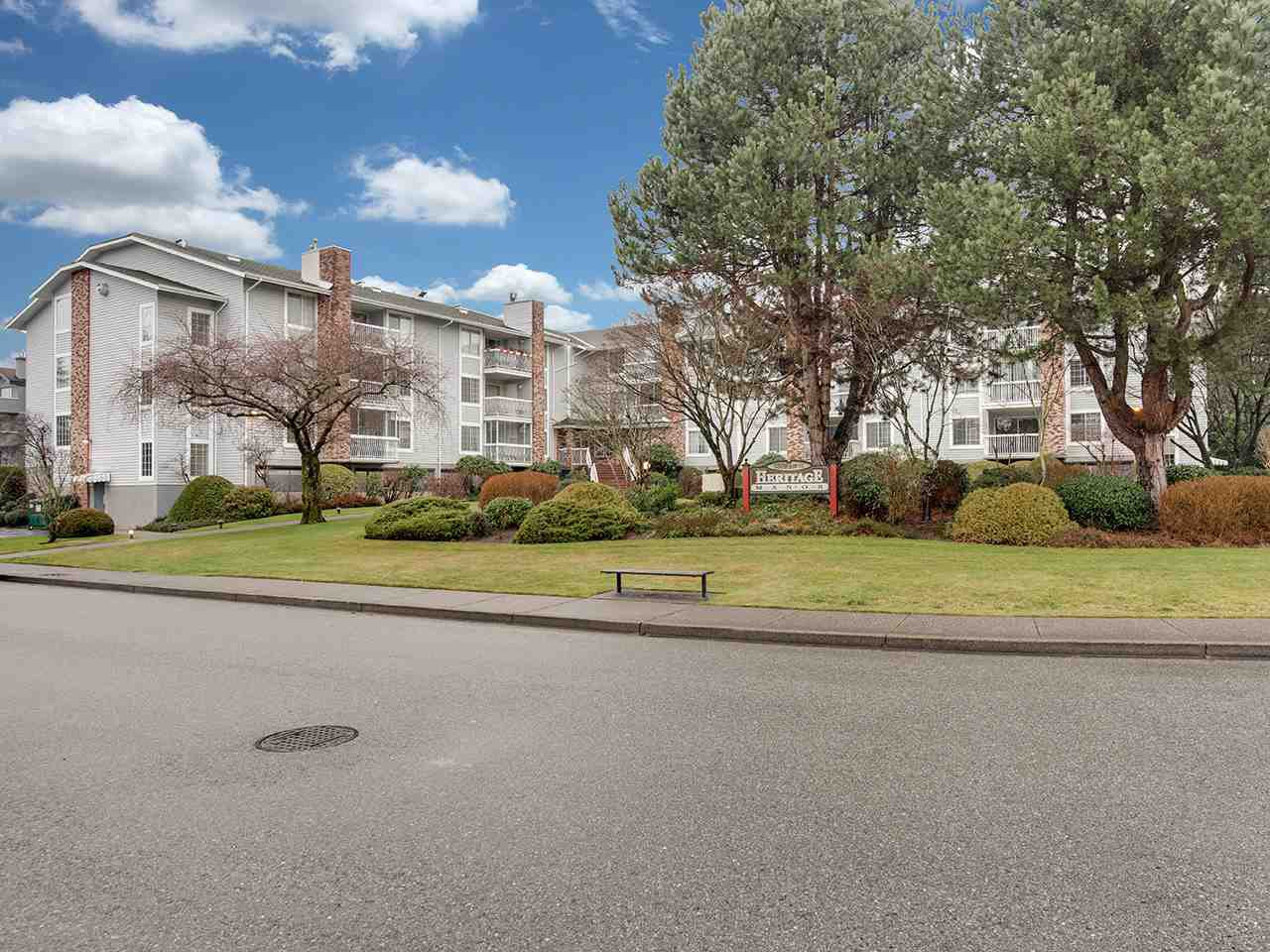 Main Photo: 109 5379 205 Street in Langley: Langley City Condo for sale : MLS®# R2423281