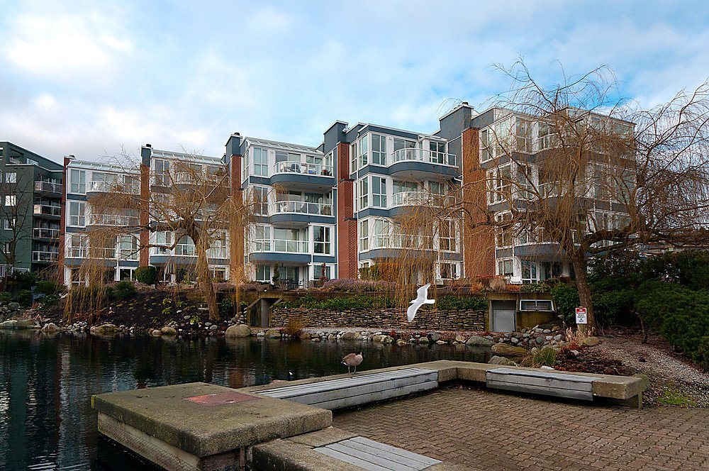 "Main Photo: 405 1551 MARINER Walk in Vancouver: False Creek Condo for sale in ""THE LAGOONS"" (Vancouver West)  : MLS®# V870218"