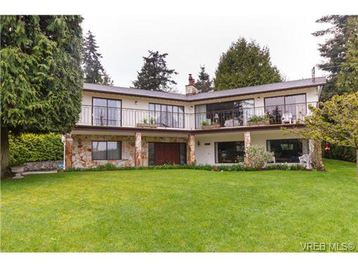 Main Photo: 8526 Lochside Dr in NORTH SAANICH: NS Bazan Bay House for sale (North Saanich)  : MLS®# 695746