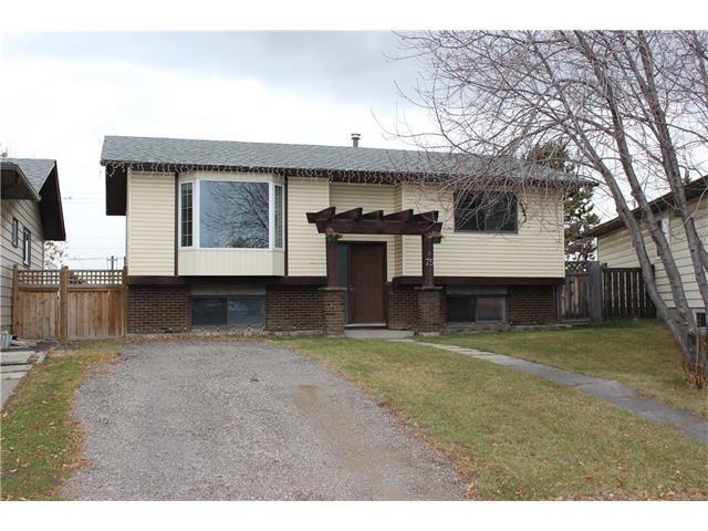 Main Photo: 75 WHITMAN Crescent NE in Calgary: Whitehorn House for sale : MLS®# C4038203