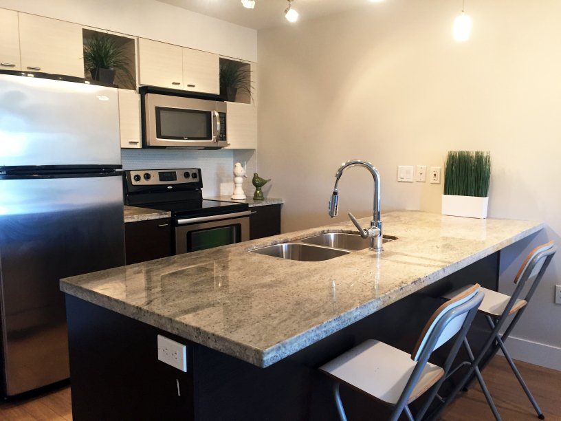 "Main Photo: 203 7445 120 Street in Delta: Scottsdale Condo for sale in ""TREND"" (N. Delta)  : MLS®# R2094769"