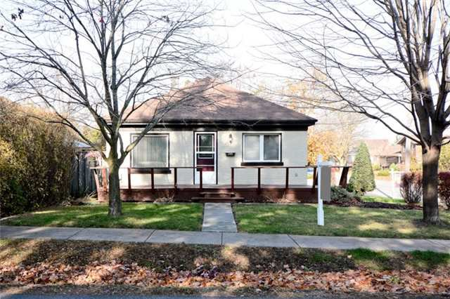 Main Photo: 300 W Chestnut Street in Whitby: Downtown Whitby House (Bungalow) for sale : MLS®# E3659418
