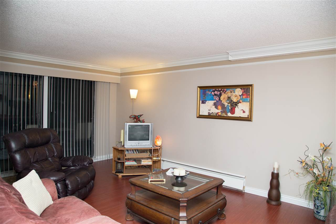 """Main Photo: 401 1909 SALTON Road in Abbotsford: Central Abbotsford Condo for sale in """"FOREST VILLAGE"""" : MLS®# R2127550"""