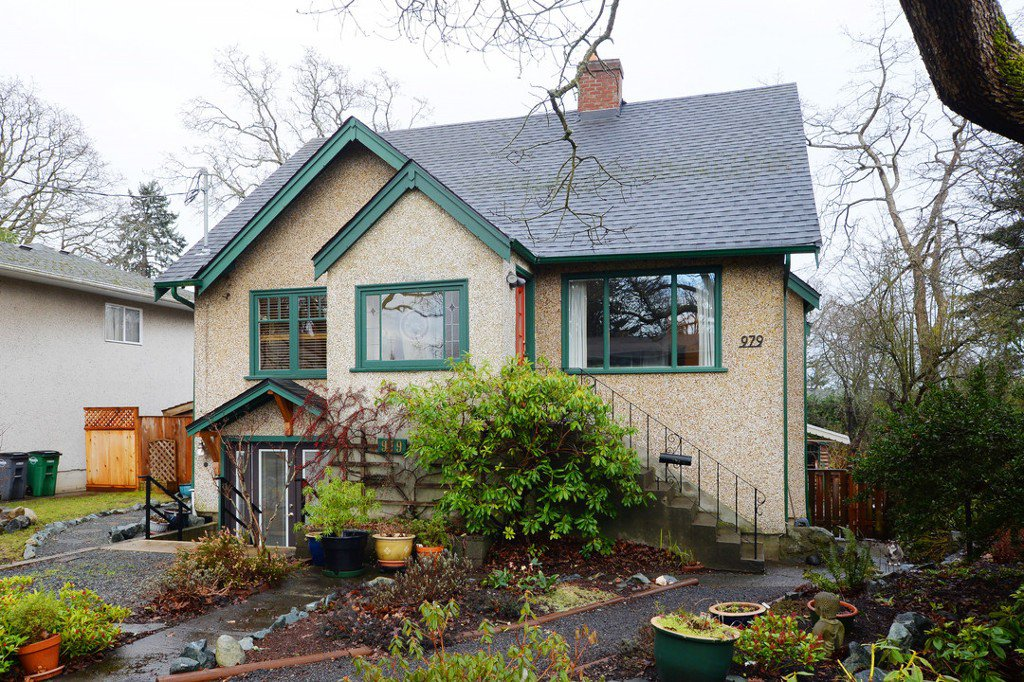 Main Photo: 979 Easter Rd in VICTORIA: SE Quadra Single Family Detached for sale (Saanich East)  : MLS®# 749144