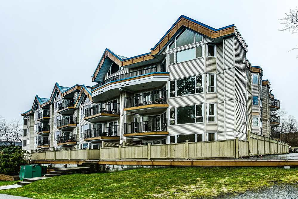 Main Photo: 114 11595 FRASER Street in Maple Ridge: East Central Condo for sale : MLS®# R2146749