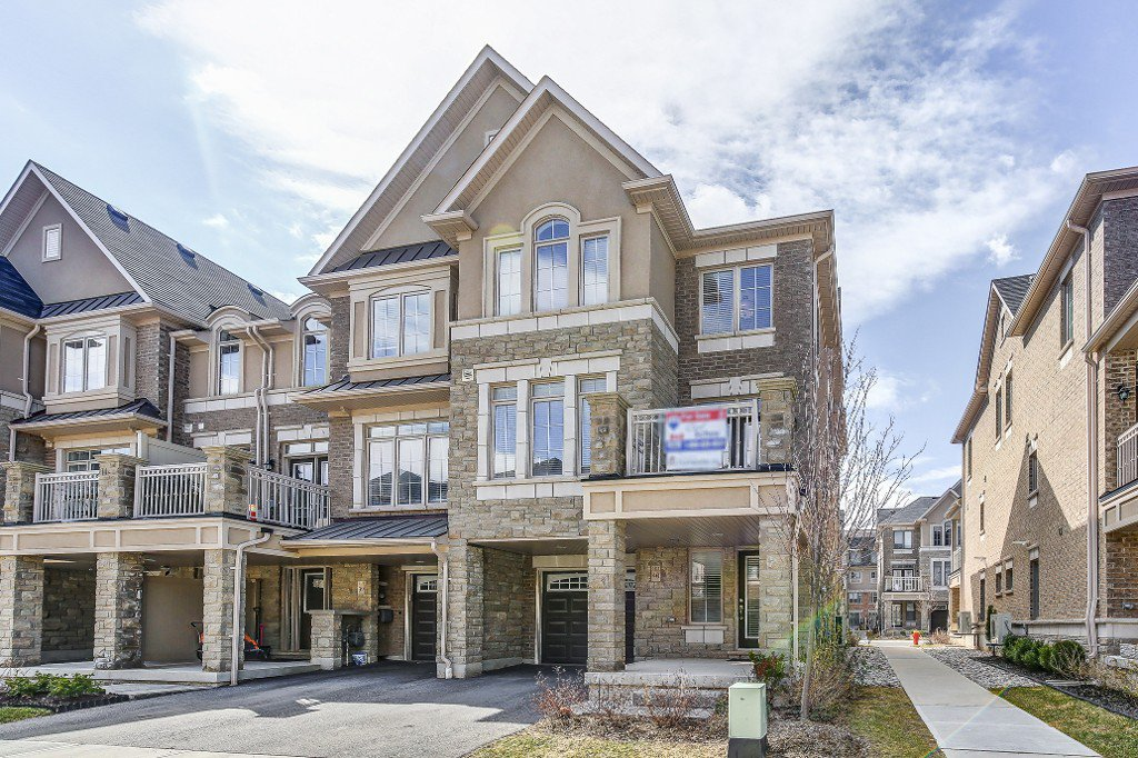 Main Photo: 40 2435 Greenwich Drive in Oakville: West Oak Trails House (3-Storey) for sale : MLS®# W3751747