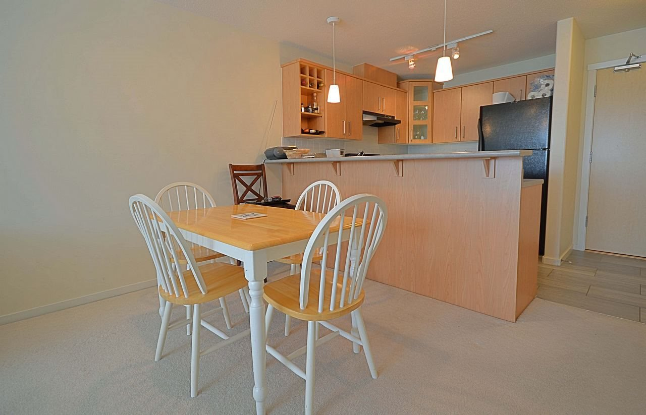 """Photo 6: Photos: 304 3148 ST JOHNS Street in Port Moody: Port Moody Centre Condo for sale in """"SONRISA"""" : MLS®# R2169033"""