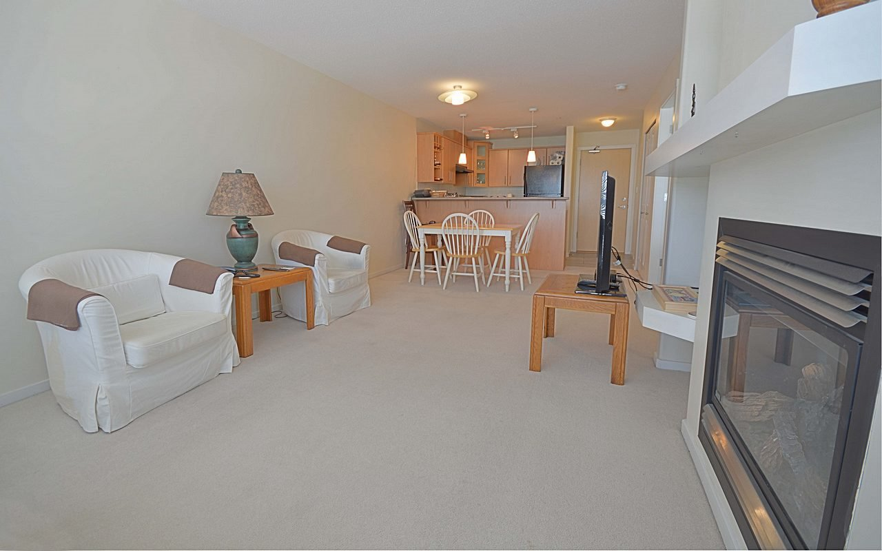 """Photo 2: Photos: 304 3148 ST JOHNS Street in Port Moody: Port Moody Centre Condo for sale in """"SONRISA"""" : MLS®# R2169033"""