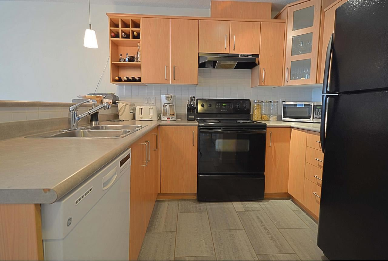 """Photo 5: Photos: 304 3148 ST JOHNS Street in Port Moody: Port Moody Centre Condo for sale in """"SONRISA"""" : MLS®# R2169033"""