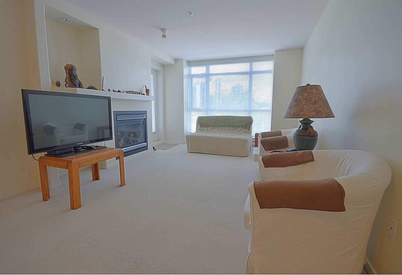 """Photo 3: Photos: 304 3148 ST JOHNS Street in Port Moody: Port Moody Centre Condo for sale in """"SONRISA"""" : MLS®# R2169033"""